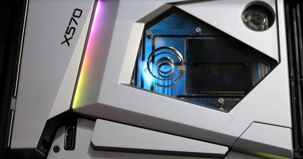 ASRock X570 Aqua 1