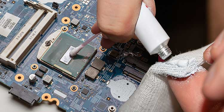 clean thermal paste with cloth