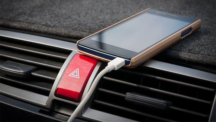 phone-charging-in-car